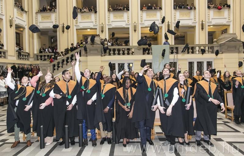 Kezdődnek a téli diplomaosztók a Debreceni Egyetemen