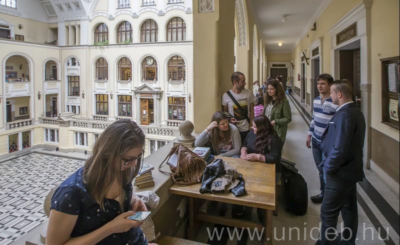 Külföldi és hazai oktatók találkozója Debrecenben