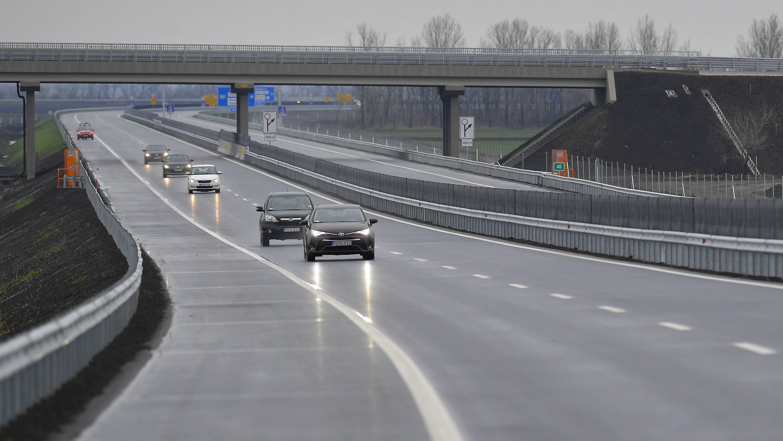 Átadták a M35-ös új szakaszát és a Debrecent délről elkerülő utat