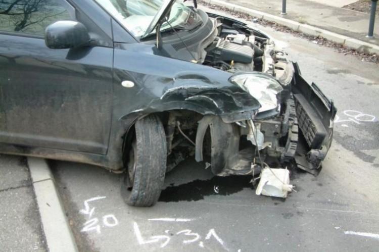 A Mikulás törött autót hozott az ittas sofőrnek