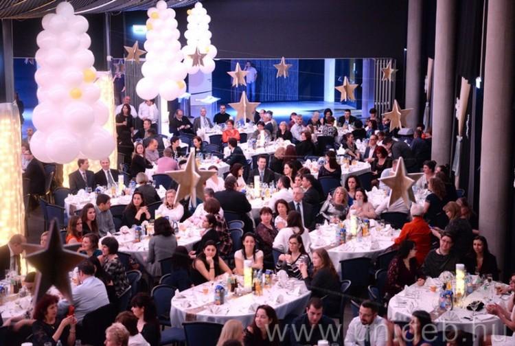 Kilencszáz munkatárssal ünnepelte a sikeres évet a Debreceni Egyetem