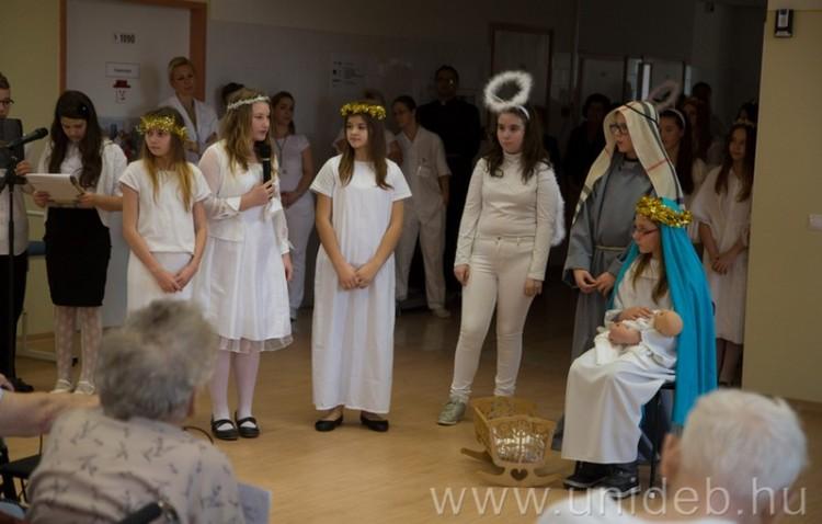 Lelki támogatás a betegeknek Debrecenben karácsonykor (is)