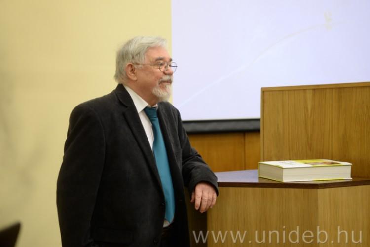 Nagyszerű professzorát köszöntötte a Debreceni Egyetem