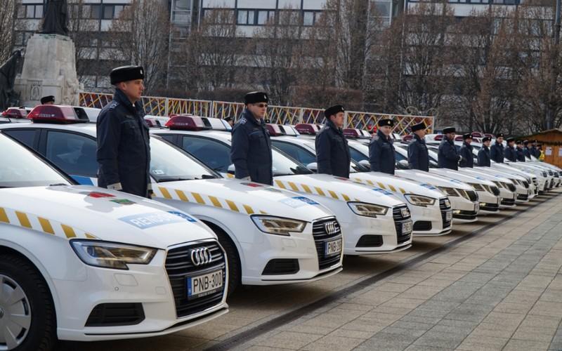 Ellepték a rendőrautók Debrecen főterét