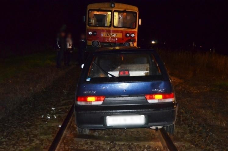 Hajmeresztő jelenet: szembe ment a vonattal egy suzukis