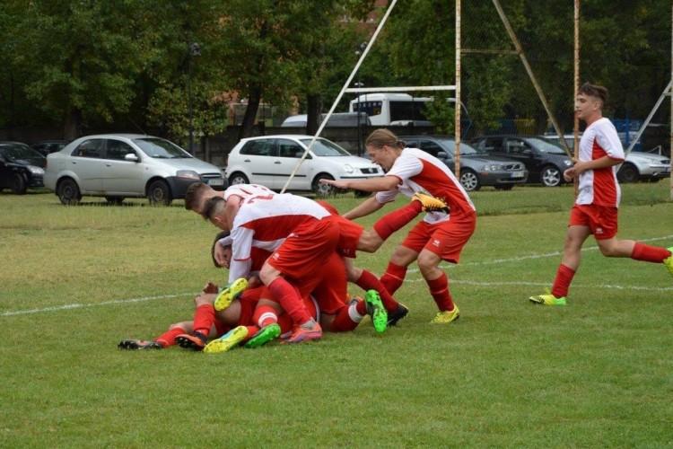 Ifjú labdarúgó életéért küzdenek