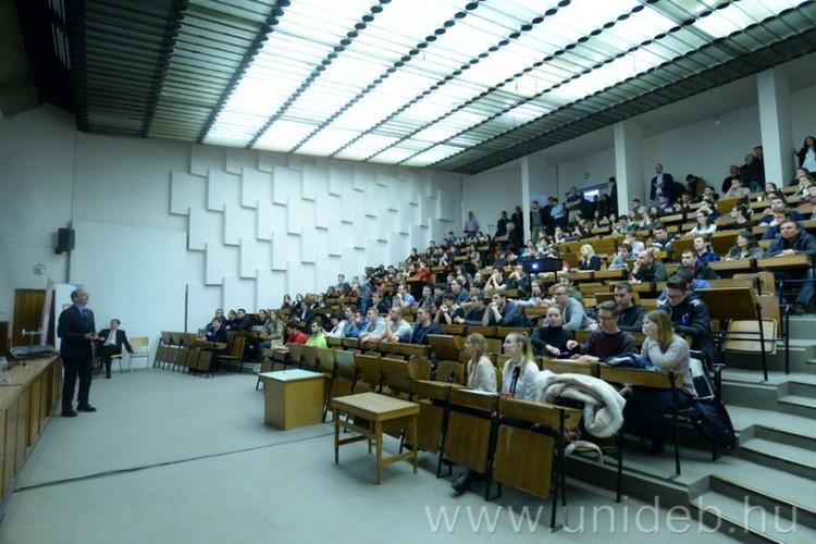 Debreceni Egyetem: újabb szakokon indul duális képzés