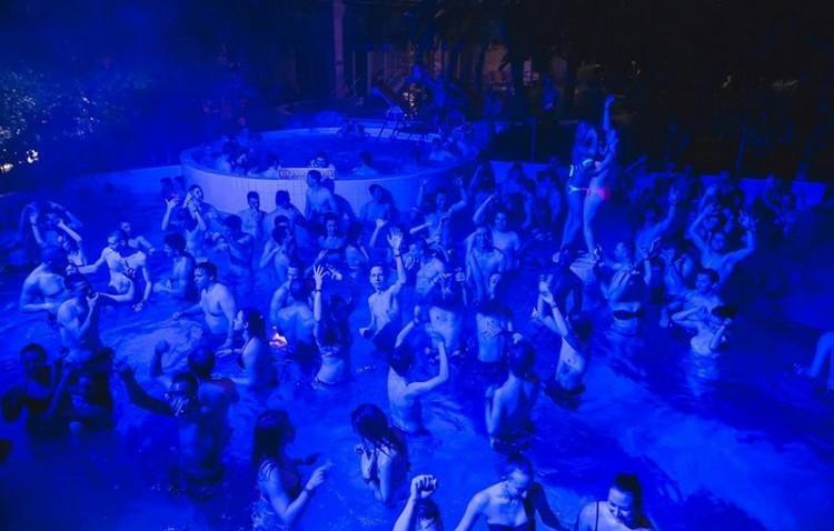 Éjszakai fürdőzés Debrecenben - idén először