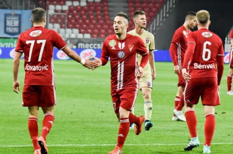 Hármas ikrek tragédiája: így segítenek a debreceni labdarúgók!