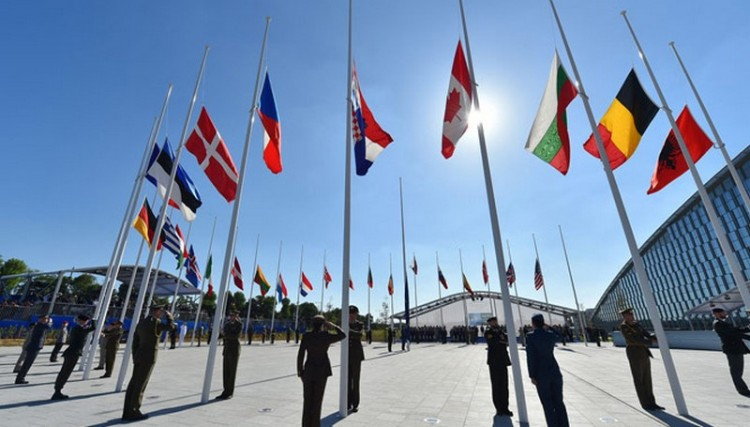 Hallgassa meg a NATO hivatalos himnuszát