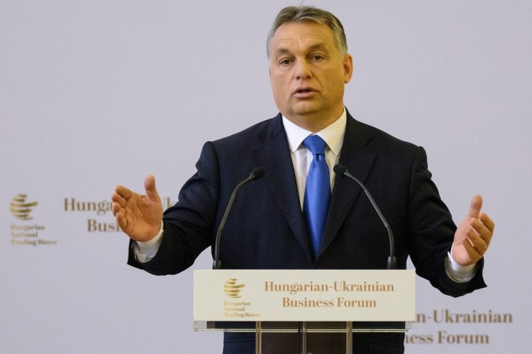 Orbán Viktor pénzt kér a Soros elleni háborújához