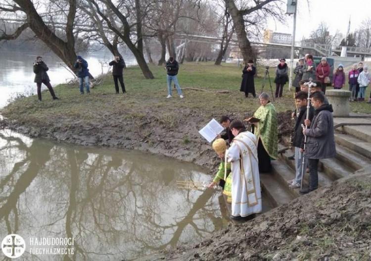 Immár megszentelt víz folyik a Tiszában