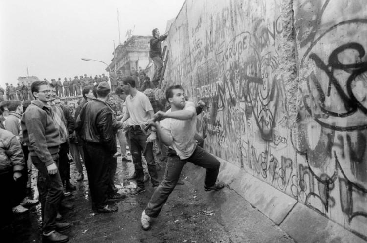 Berlini fal:10 315 napja döntötték le, 10 315 napig állt