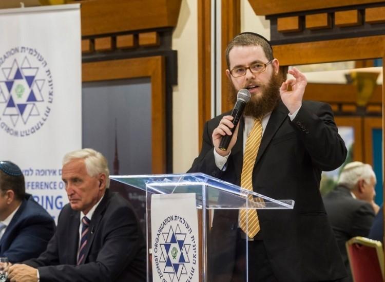 A kormánypártinak kampányol a rabbi