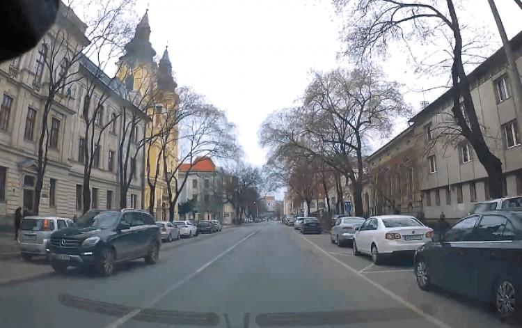 Hajmeresztő közlekedési helyzet a Szent Anna utcán +videó