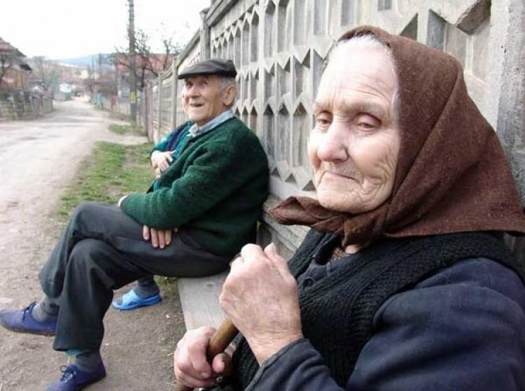 Kósa Lajos a nyugdíjasok hatalmas táborának üzent