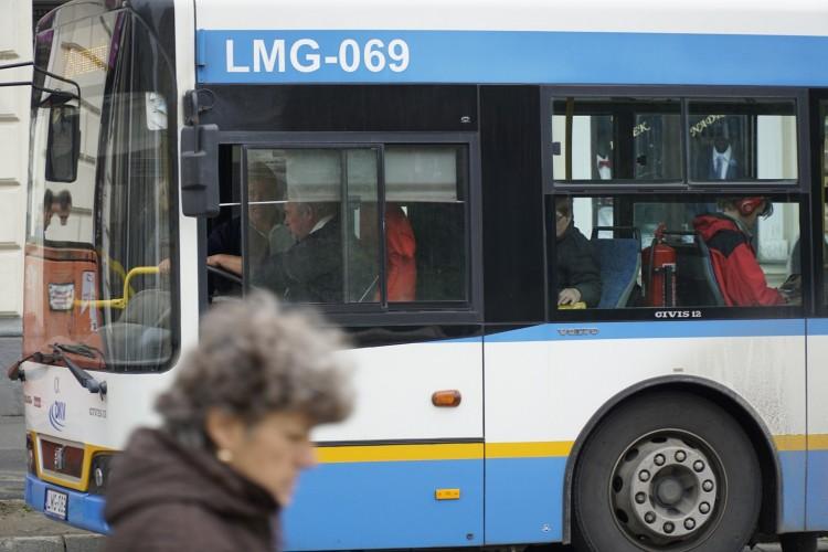 Ünnepi hosszú hétvége: máshogy megy a debreceni busz