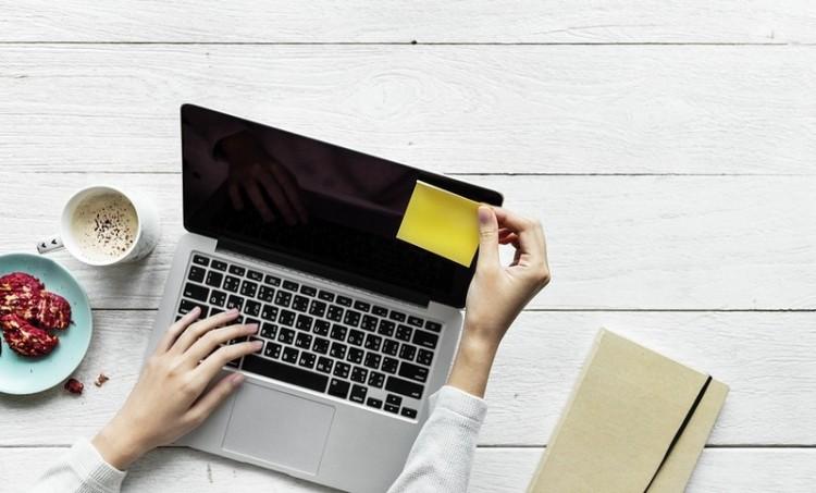 Hogyan lehet megélni csupán az internetből? Debrecenben megtudhatja