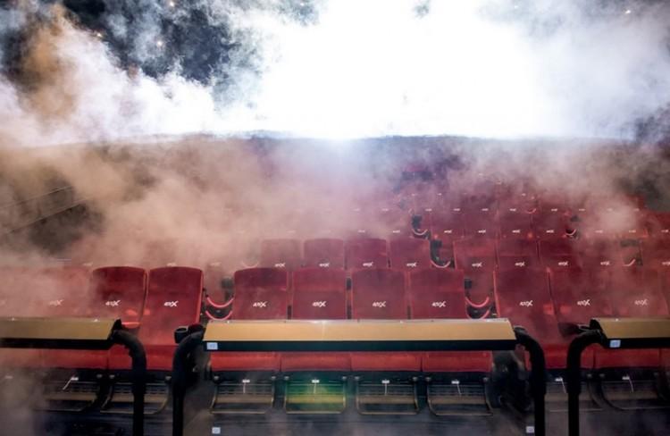 Havazik és füst száll fel a debreceni moziban