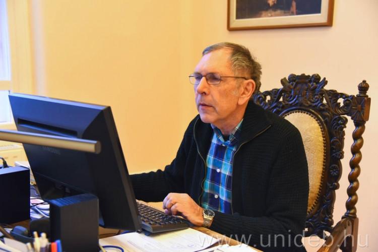 A debreceni gyógyító, akinek két csapata is van