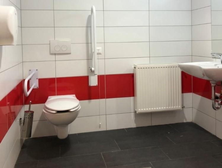 Miniszteri WC-avatás Debrecenben