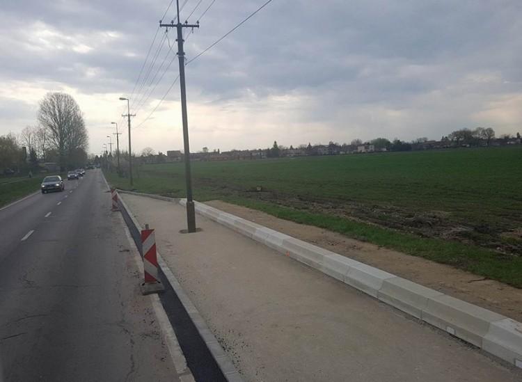 A nap képe Debrecenből: villanyoszlop a buszmegállóban