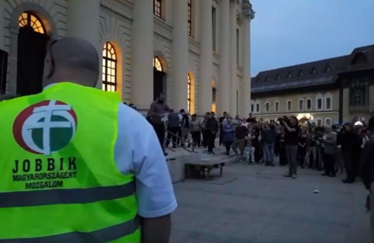 Zúgott a Nagytemplom előtt az Orbán, takarodj!