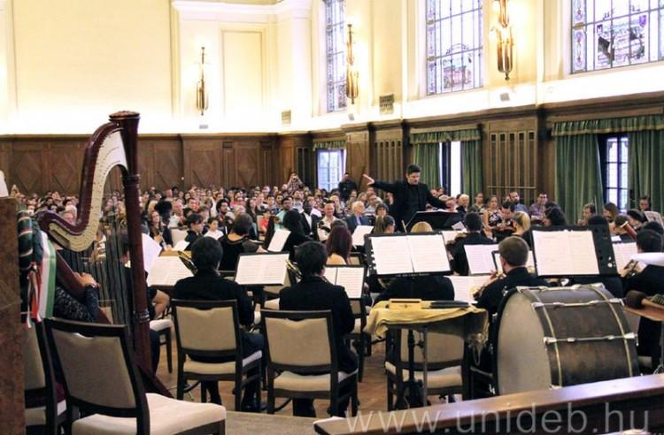 Zenével segítenek a hajdúhadházi fiataloknak
