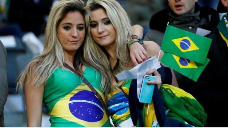 A migránsok újabban brazil szurkolók