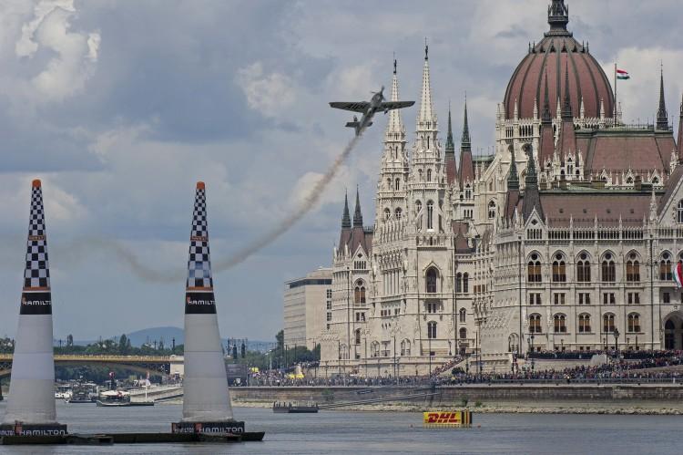 Tarlós: nem lesz több műrepülőverseny