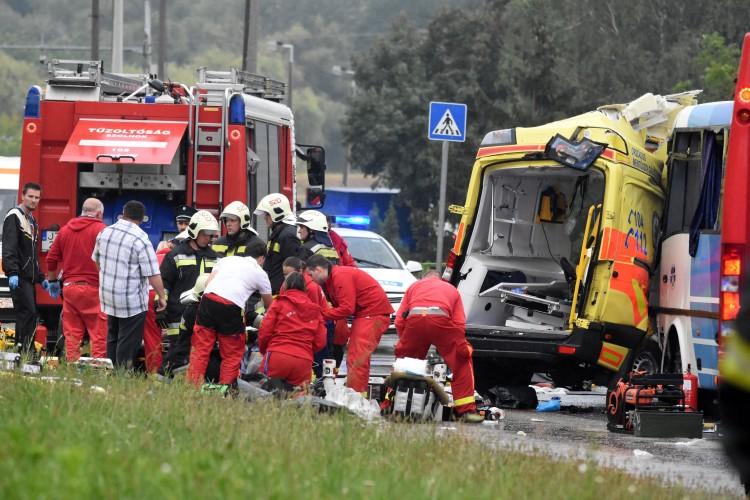 Mentőbaleset: gépkocsivezető és beteg halt meg Szolnoknál