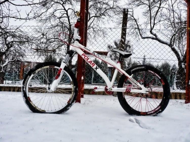 Ezzel a biciklivel indult útnak.