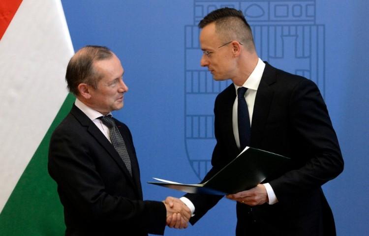 Kiállt Orbán Viktor mellett, kitüntették