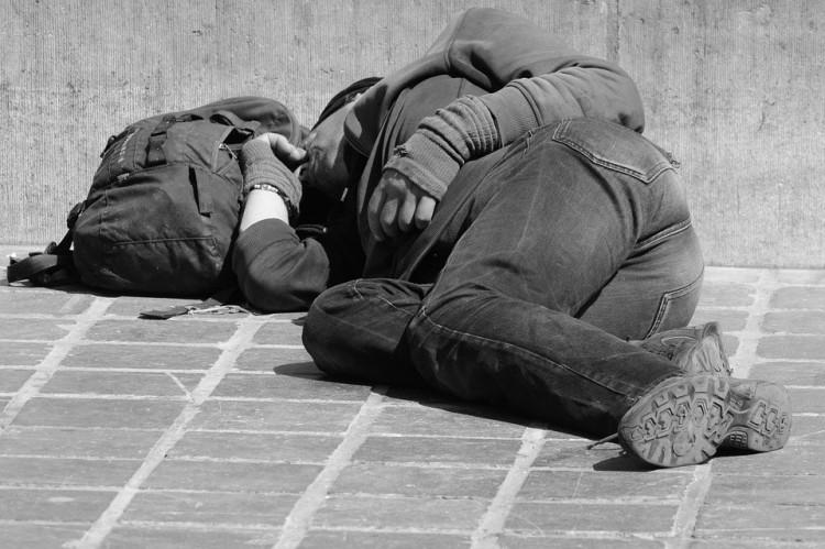 Háromszor szólítják fel a hajléktalanokat