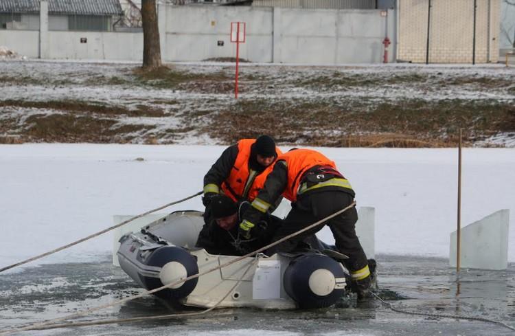Egymást mentették tűzoltók és búvárok