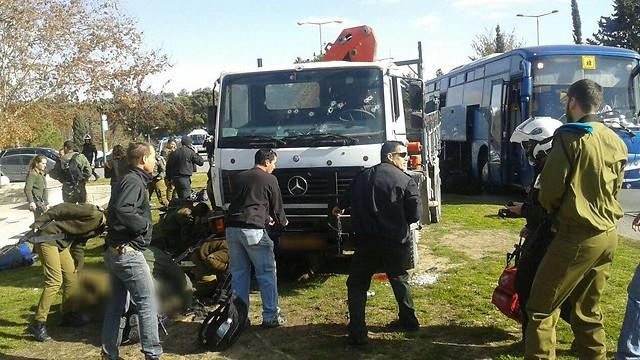 Katonák közé hajtott egy teherautó Jeruzsálemben