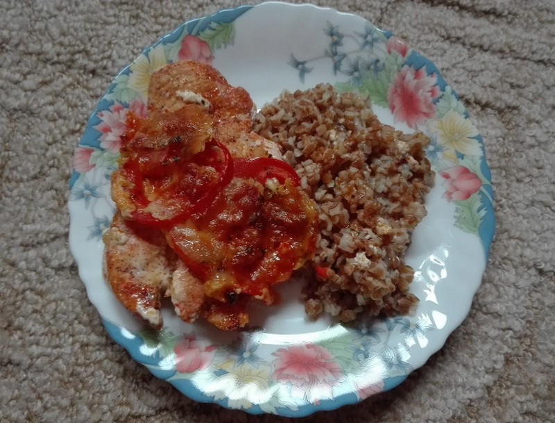 Recept: paradicsomos, sajtos csirkemell bulgurral
