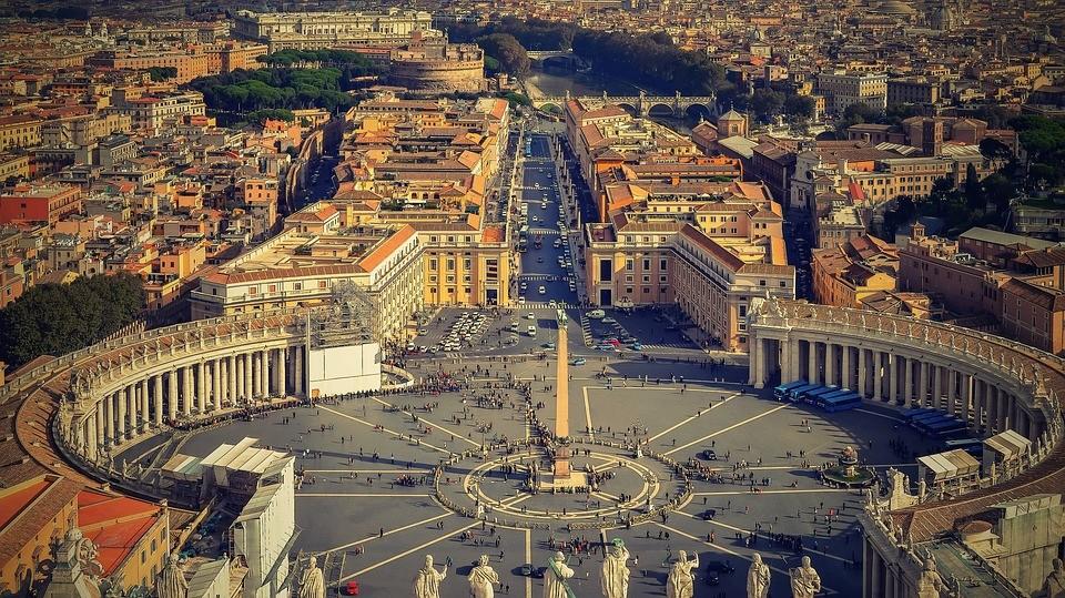 A háborúk nem termelnek mást, mint temetőket - mondta Ferenc pápa