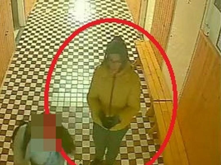 Felnőtt lopott mobiltelefont egy nyíregyházi iskolában