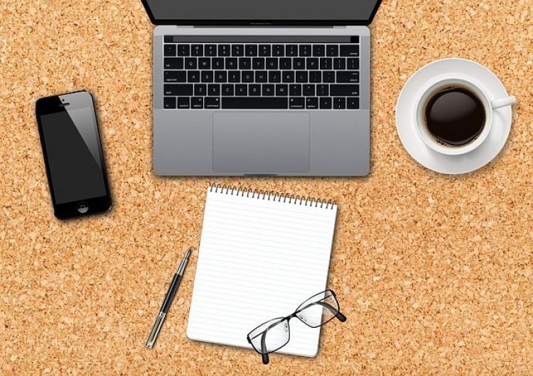 Országosan több mint 45 ezer laptopot kapnak a pedagógusok