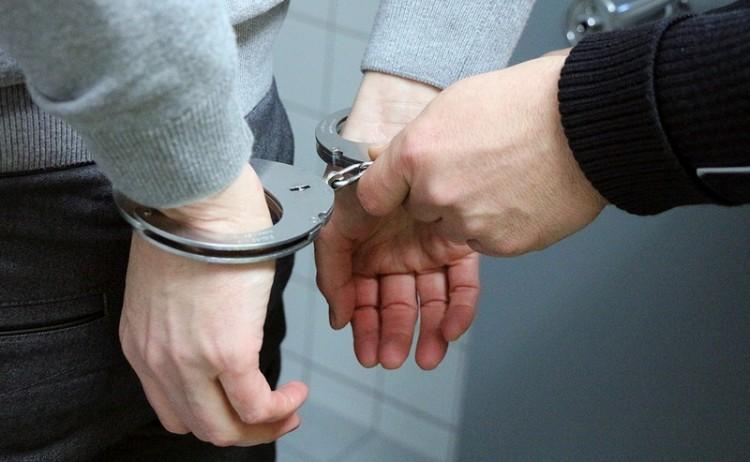 Jegyvizsgálóra támadt, börtönbe küldik