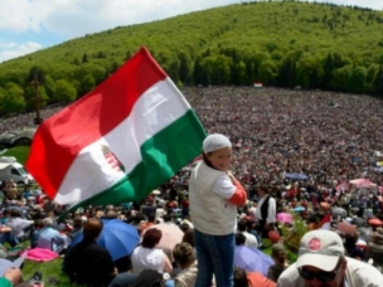 Áldott, szép pünkösdnek magyar ideje