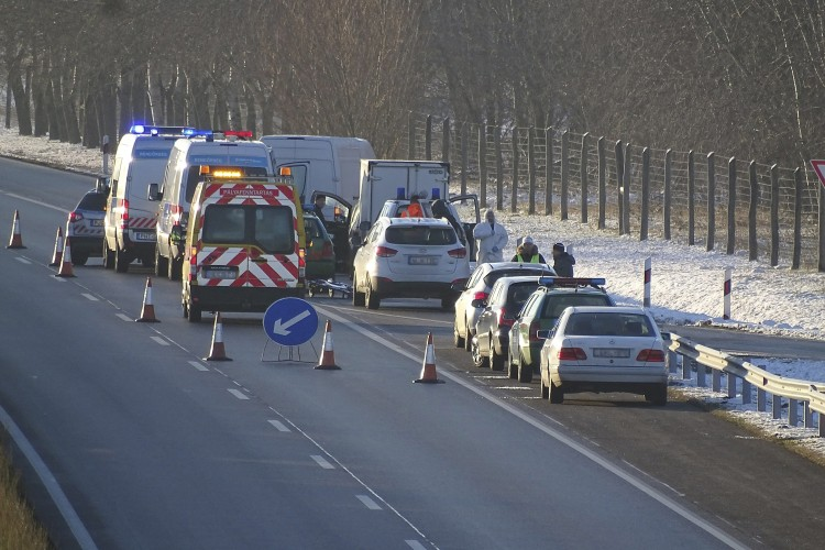 Gyilkosság történt az autópálya mellett