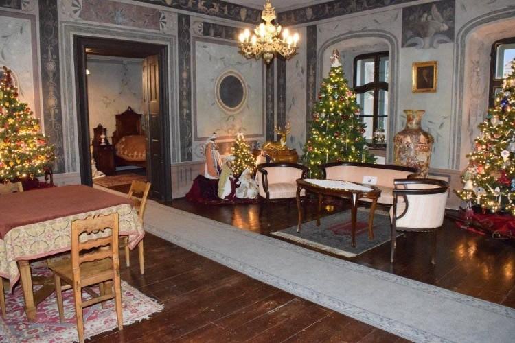 Karácsony: így díszítette házát a görög kereskedő