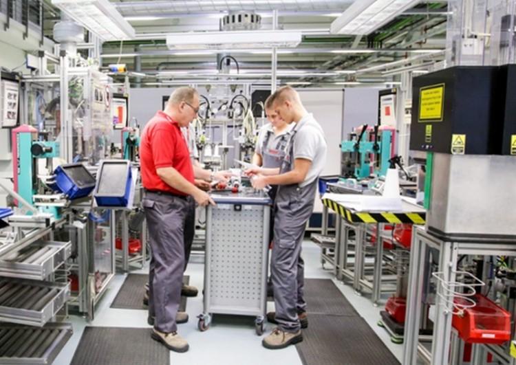 Félezren sztrájkoltak a Bosch miskolci gyárában