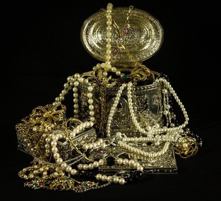 Egy ékszerboltnyi aranyat akart behozni Röszkénél!