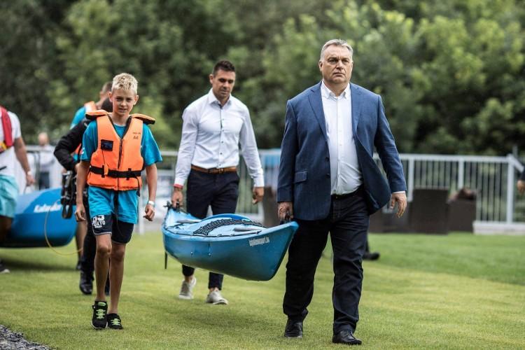 Sportközpontot adott át a kormányfő Tokajban