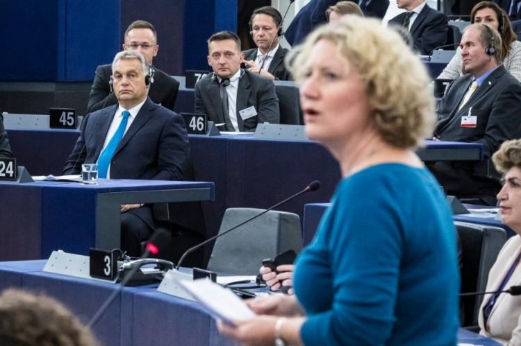 Pofon Orbán Viktornak! Megszavazták a Sargentini-jelentést