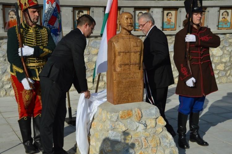 Ózd–Szennán átadták az Aradi Vértanúk terét