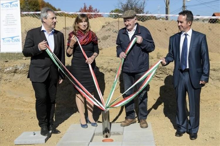 A bükki füvesember új üzemet épít Bükkszentkereszten